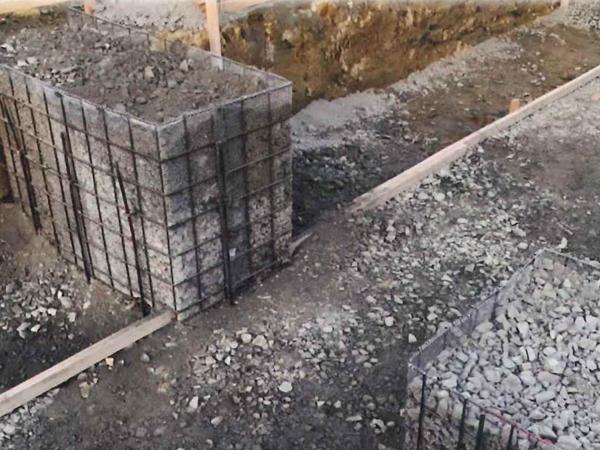 基礎段差部先行打設・施工効率化・沈下防止工法